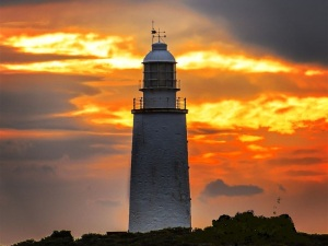 ATDW_Large_Landscape__9104592_OP0165_Cape_Bruny_Lighthouse_Sunset